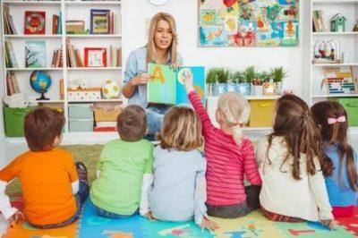 как по английски будет воспитатель детского сада